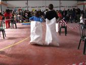 Los niños participaron en carreras de sacos