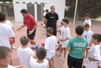 Ortega entrenando con los alumnos del Campus. Foto:Quino Castro.