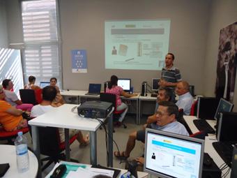 charla sobre el DNI electrónico impartida en Badolatosa