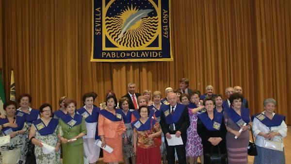Alumnos del Aula Abierta reciben sus diplomas en la UPO