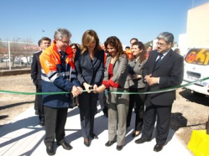 La alcaldesa de Osuna y la consejera de Salud, en un momento de la inauguración del helipuerto