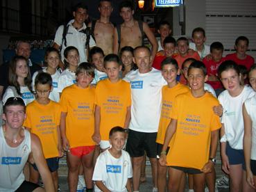 El atleta casaricheño Miguel Ríos, con componentes escuela atletismo local