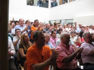 Numerosos vecinos asistieron al pleno de constitución del nuevo ayuntamiento