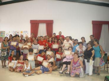 Los participantes de Urso Ocio con sus diplomas acreditativos
