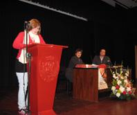 La ganadora de la primera categoría, en un momento de la lectura de su carta