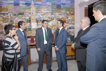 El alcalde y el hermano mayor en los momentos previos a la presentación