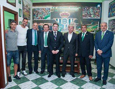 La comitiva verdiblanca, con Muriel y Suárez