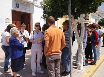 Los trabajadores de Servicios Sociales, concentrados a las puertas del Consistorio