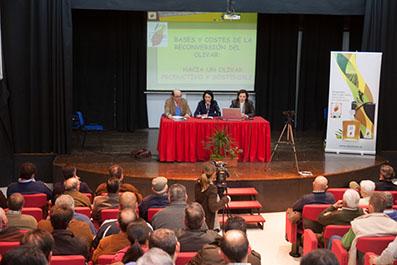 Imagen de una de las conferencias de la Cátedra de Olivicultura