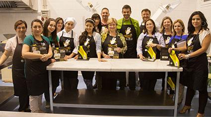 La dop estepa premia a sus seguidores con un curso de for Clases de cocina sevilla
