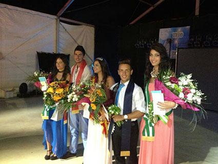 Los jóvenes casaricheños elegidos como reina, místeres y damas de la Feria. Foto: Chari del Pozo.