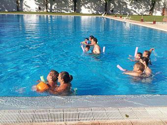 Natación con discapacitados en Marinaleda