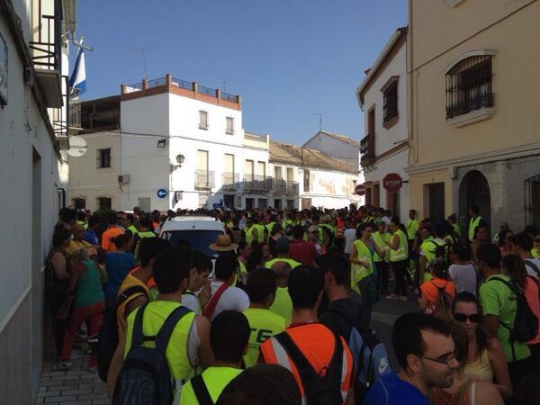 Vecinos de Gilena movilizados para buscar a su vecino. Foto publicada por El Correo de Andalucía, de @infoemergencias