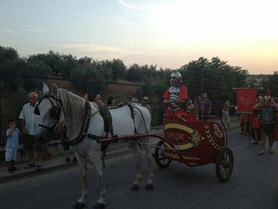 Imagen de una cuadriga participante en el festival romano de Casariche. Fotos: Julián Gómez.