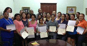 Grupo de alumnas beneficiarias del curso al término del mismo
