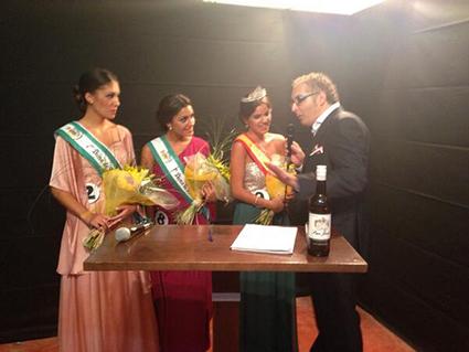Las tres ganadoras del certamen, entrevistadas por la prensa. Foto: David Cabañas vía Twitter.