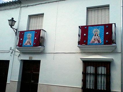 Casa de la calle Cruz, adornada para la ocasión
