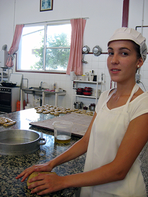 Julia Ávalos, en su obrador de confitería