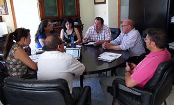 Quinta reunión de la mesa de concertación de La Roda, presidida por su alcalde, Fidel Romero