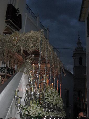 Nuestra Señora de la Paz, con San Sebastián al fondo
