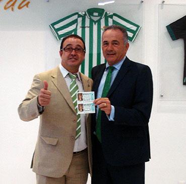 Galván y Gordillo, con el número de la lotería que la Peña Bética de Osuna jugará en Navidad