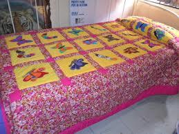 Colcha de cama realizada con patchwork o trabajo con parches de tela