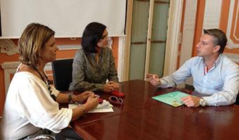Imagen de la reunión entre el alcalde de Herrera y la delegada territorial de Vivienda
