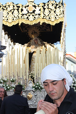 Nuestra Señora de los Dolores de Herrera. En primer plano, Manuel Álvarez Molinero, nuevo capataz.