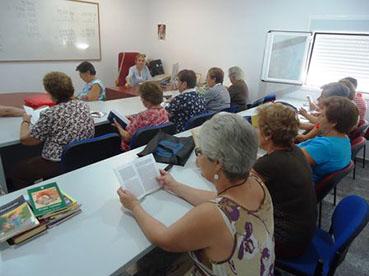 Mayores de Badolatosa en el Centro de Educación