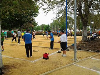 Imagen del torneo de inauguración de las pistas de petanca de La Roda