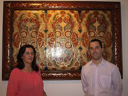 Pilar Díaz y el artista Fernando Rodríguez, el día de la inauguración
