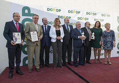 Susana Díaz, con los premiados por Dcoop