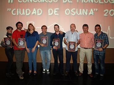 Los finalistas, junto a representantes políticos del Ayuntamiento de Osuna
