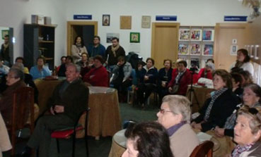 Mayores de Lantejuela asisten a la charla ofrecida por la Guardia Civil