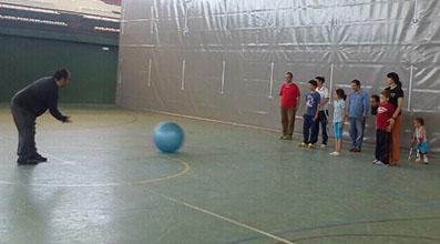 Personas con discapacidad practicando deporte en Marinaleda