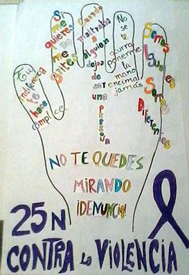 Pancarta sobre el 25-N elaborada por alumnos del CEIP Santa Teresa