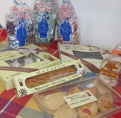Una muestra de los dulces tradicionales y nuevos elaborados por las Clarisas de Estepa