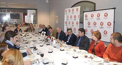 Un momento del encuentro celebrado ayer en Sevilla con Estepa como protagonista