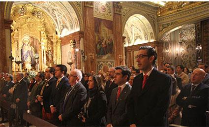 Cofrades estepeños, en la Basílica de la Macarena. Foto: Fernando García/Web Hdad. Macarena.