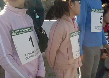 Niñas participantes esperando su turno de salida