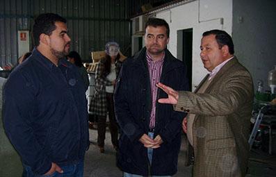 Maíllo y Romero, en una de las empresas que visitaron en el polígono