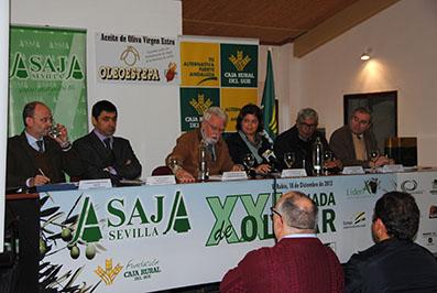 Mesa presidencial de la jornada sobre olivar celebrada en El Rubio