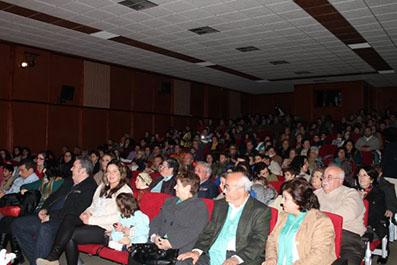 El público abarrotó el Teatro Municipal de Casariche