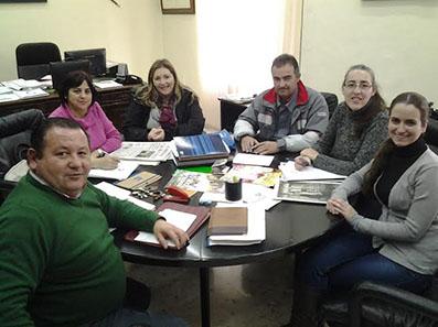 Los asistentes a la reunión de creación del comité, junto a Fidel Romero