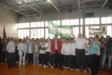 Los mayores asistentes desde Estepa, acompañados del alcalde, Miguel Fernández