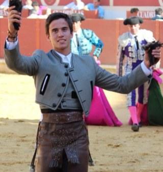 El joven Manuel Moreno, rejoneador herrereño
