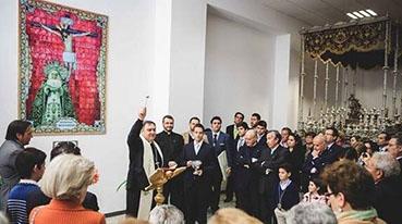 Monseñor Mazuelos bendijo la nueva casa hermandad de La Pax de Osuna. Foto: Clara Domínguez, @Consolacion1911