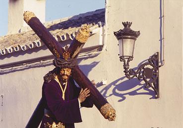 Jesús Nazareno de Osuna, a su llegada a la Colegiata el Viernes Santo. Foto: Remedios Camero.