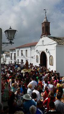 Imagen de la salida de San José en su procesión por la aldea de Navarredonda