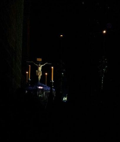 El Cristo de la Misericordia de Osuna, anoche a su salida de la Colegiata. Foto: Mariló Angulo.